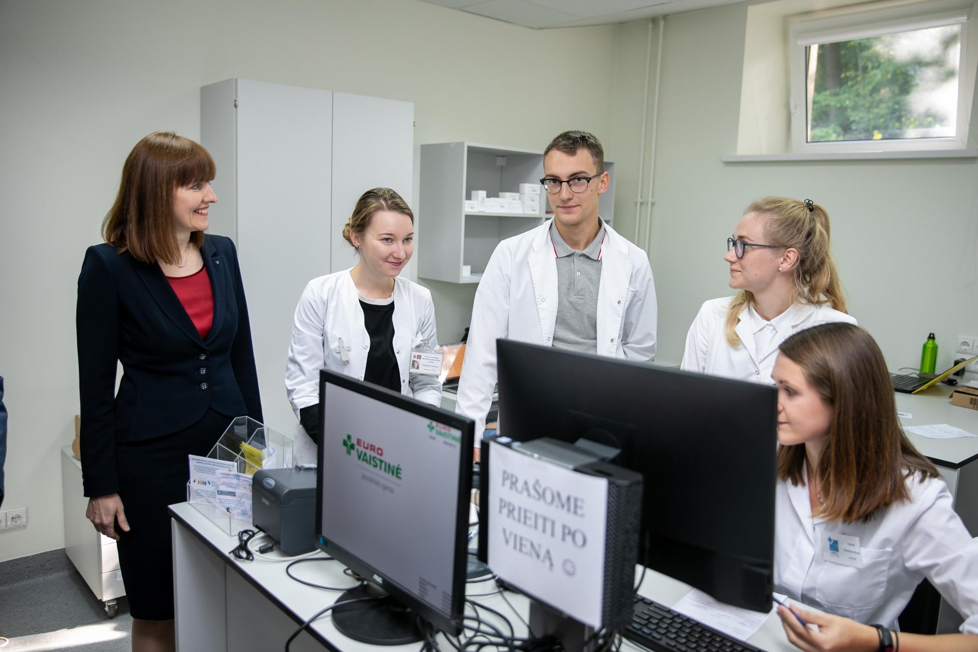 VU Medicinos fakultete Farmacijos penktakursiai dirba simuliacinėse vaistinėse