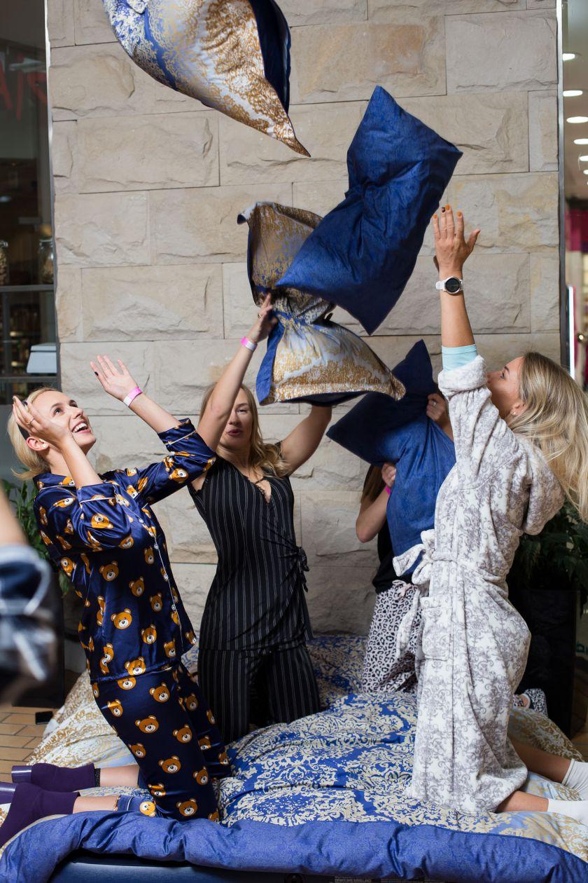 Siautulingame vakarėlyje prekybos centre – arti 100 pižamomis pasipuošusių moterų