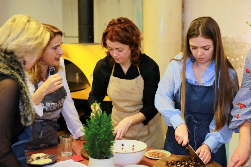 Kalėdinė dvasia B. Nicholson studijoje: žinomos moterys susirinko kilniam tikslui