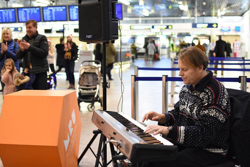 Vilniaus tarptautiniame oro uoste – kalėdinė studentų staigmena