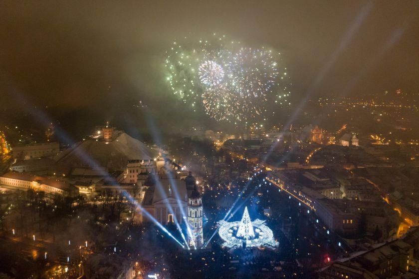 Įspūdingos 2020-ųjų sutiktuvės Vilniuje: unikali 3D instaliacija ir fejerverkų šou