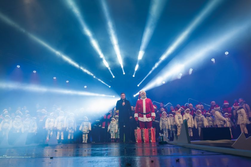 Tauragė įžiebė Kalėdų eglę: po įspūdingos pradžios pradedamas nemokamų renginių maratonas