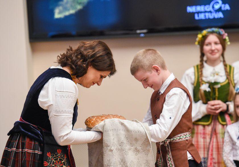 Vaikams iš etninų Lietuvos žemių – kalėdinė eglutės šventė Prezidentūroje
