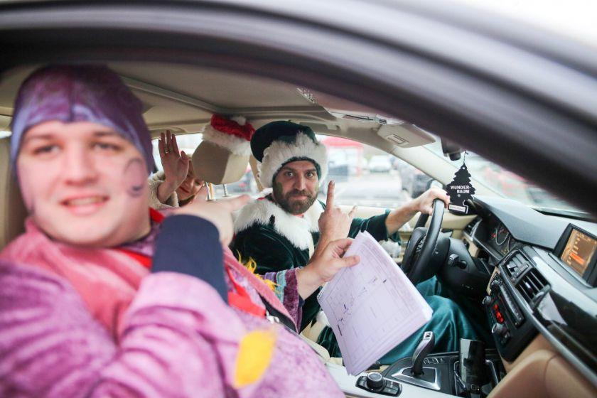 """""""Kalėdiniame ralyje"""" – briedžiai, fėjos, nykštukai ir spalvingi automobiliai"""