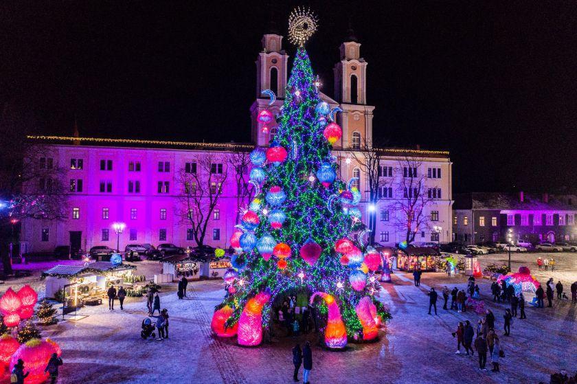 Kosminiame Kauno Kalėdų miestelyje – rekordinio dydžio ledinukas