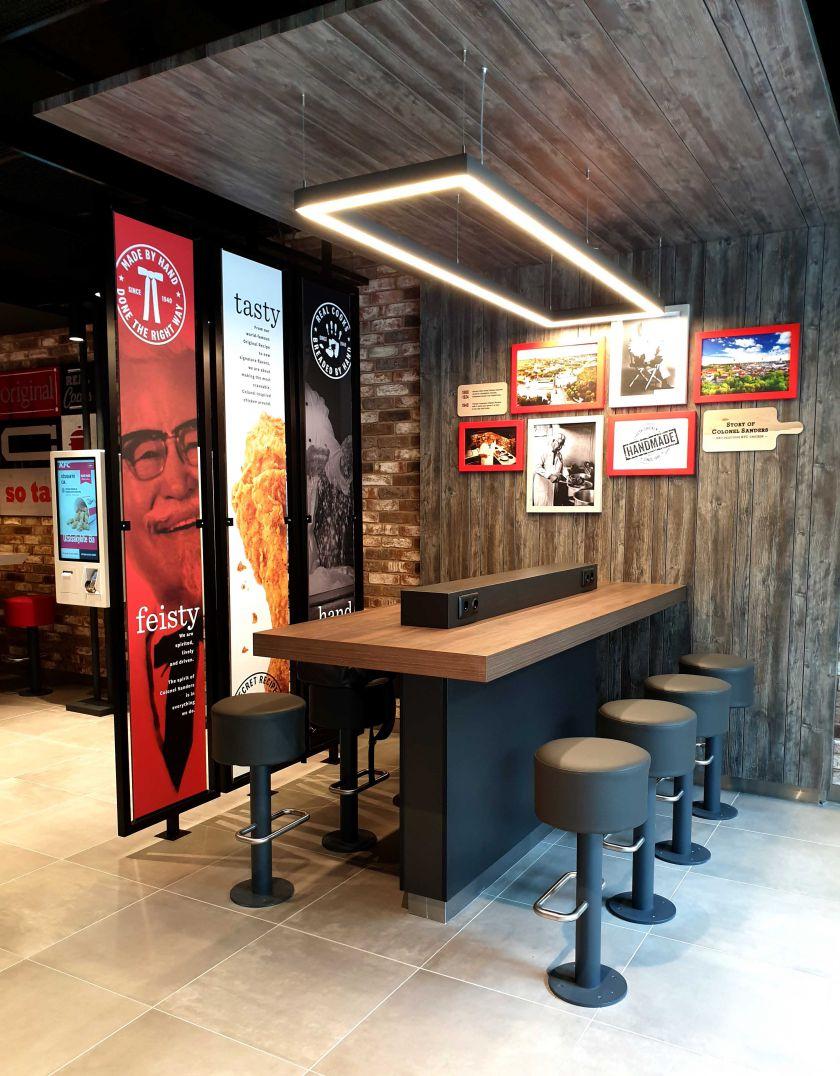 """Vilniaus širdyje """"KFC"""" atveria atnaujintą pagrindinį restoraną"""