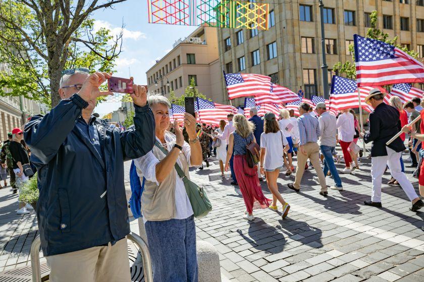"""Tarp spalvingų """"Amerikietiškų atostogų Vilniuje"""" renginių – JAV nepriklausomybės dienai skirtas paradas"""