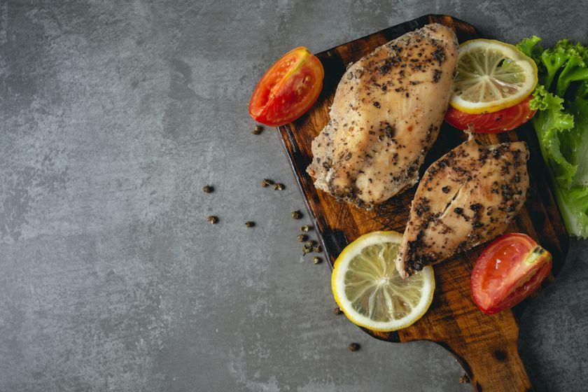 Minkšta ir sultinga vištienos krūtinėlė: 5 patarimai, kaip ją pasigaminti namuose