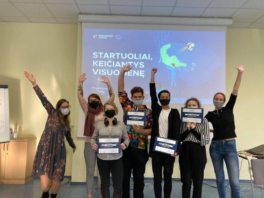 Klaipėdos ir Tauragės jaunimas sprendžia beglobių gyvūnų ir jaunų žmonių vienišumo problemas