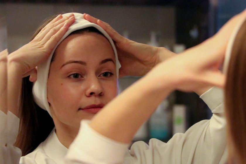 Kosmetologė pataria, kaip taisyklingai nusivalyti makiažą ir paruošti odą nakčiai (video)