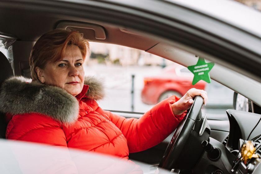 """Taksi į pavežėjos darbą iškeitusi pensininkė: """"Dabar aš ilsiuosi ir nebijau klientų"""""""