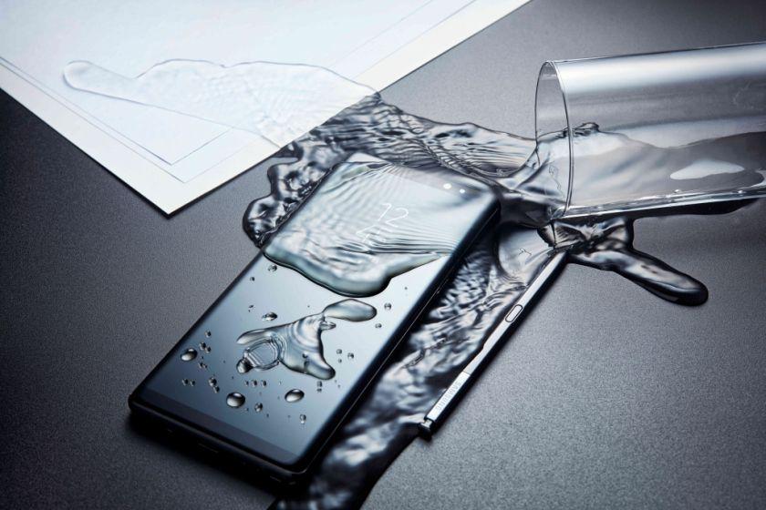 Greitoji pagalba išmaniajam telefonui: ką daryti, jei apliejote vandeniu?