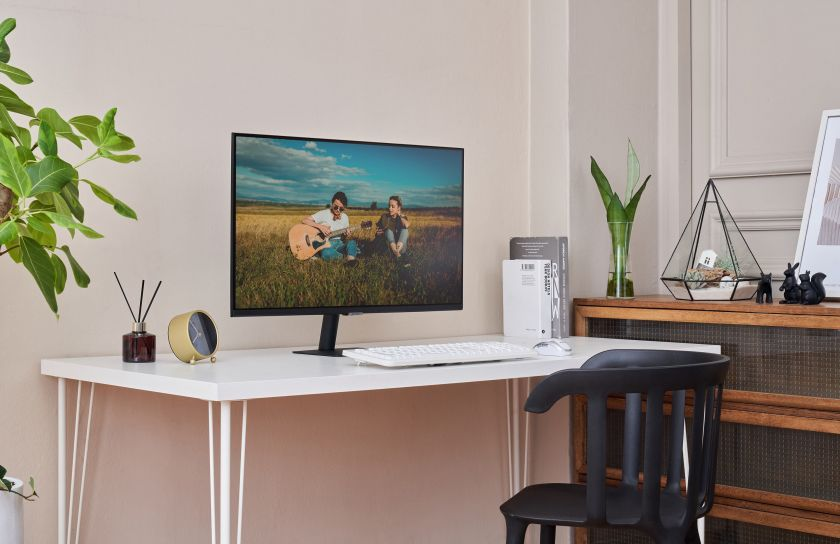 """""""Samsung"""" tęsia inovacijas: pristatė naujos kartos išmaniuosius monitorius darbui, mokslams ir laisvalaikiui"""