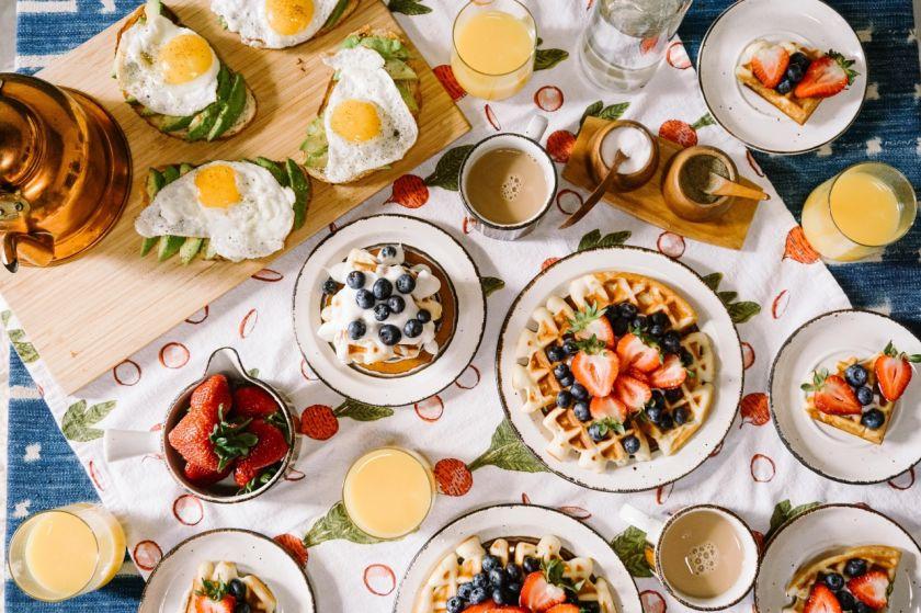 Ilgieji pusryčiai – kaip pasiruošti, kad be rūpesčių mėgautumėtės šylančiu oru