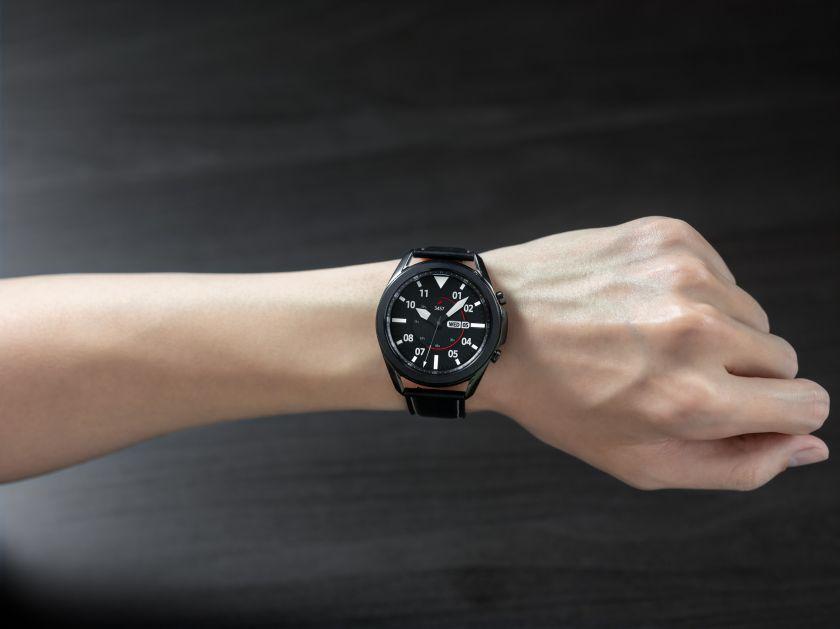 """""""Samsung"""" ir """"Google"""" praneša kuriančios bendrą išmaniųjų laikrodžių operacinę sistemą"""
