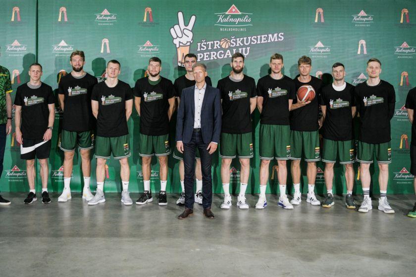 """Nr. 1 Nealkoholinis alus Lietuvoje """"Kalnapilis""""  tapo generaliniu Lietuvos  vyrų krepšinio rinktinės rėmėju"""