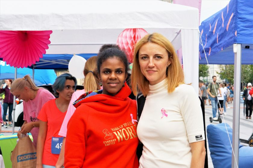 """Kovos su krūties vėžiu iniciatyva """"Sužydėjusi viltis"""" startuoja Moterų bėgime"""