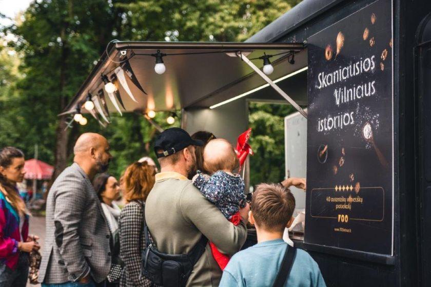 Vilniaus 700-ąjį jubiliejų lydi nepamirštami skoniai: kviečia paragauti istorinių sostinės patiekalų (renginio nuotraukų galerija)