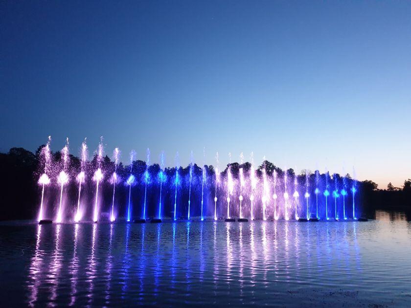 Tarptautinė IT kompanija pasirinko unikalų būdą ateiti į Lietuvą: pristatė rankomis valdomą fontaną Neryje